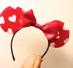 ♥ DIY Valentine's Day Minnie Mouse Ears! ♥  Pretty decent ear tutorial...especially the bow.  ha!