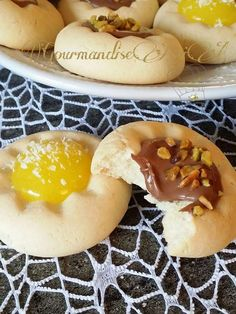 Biscuits Presse-Agrume au Citron ou Chocolat - Gourmandise Assia Desserts With Biscuits, Creme Dessert, Cannoli, Yams, Hot Dog Buns, Cookie Decorating, Tea Time, Buffet, Food And Drink
