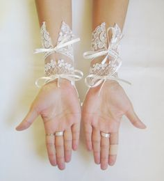 FREE SHIP Ivory Wedding gloves free ship bridal gloves lace