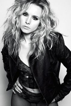 Kristen Bell black and white portrait heavy eye makeup mussy hair, black leather jacket, fishnet stockings Kristen Bell, Beautiful Celebrities, Beautiful Actresses, Gorgeous Women, Pretty People, Beautiful People, Hot Blondes, Look At You, Famous Faces
