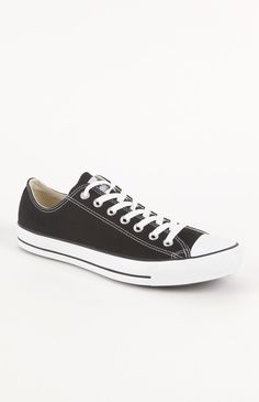 Black low top converse.