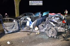 Jüchen– Gegen 20:10 Uhr, am heutigen Samstag den 28.01.2017, ereignete sich auf der B59 zwischen Jüchen und der Kreuzung Schaan ein schwerer Verkehrsunfall in dessen Verlauf eine Person im Fahrzeug eingeklemmt wurde. Wie es zu der Kollision zwischen drei