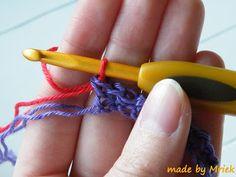 Bij de blog van le monde du Sucrette  zag ik toch zo'n leuke steek! De moss stitch. Ik was meteen verliefd en volgens haar blogje was hij ...