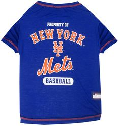 This officially licensed MLB dog tee shirt features a v-neck design featuring the New York Mets team logo and colors. Tee shirt is made of 100% cotton and is machine washable.