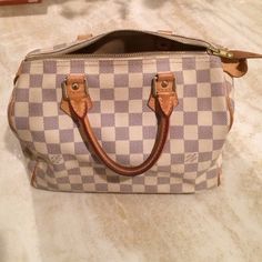 % Authentic Louis Vuitton Speedy 25 RARE STYLE. Preowned;Very good condition. Zipper is in perfect condition; key and lock attached to bag; the bag has minimal stains inside bag. But truly in good condition. A compact city bag in the elegant canvas of Damier. Its luminous and elegant pattern brings a touch of chic to any outfit. 9.8 x 7.5 x 5.9 inches(Length x Height x Width)Metallic pieces in shiny golden brass - Textile lining-Iconic Louis Vuitton Speedy shape-Leather trimmings. Come with…