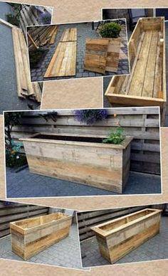 Bloemenbak/platenbak onbehandeld, gemaakt van grote pallets 2.00x0.50x0.70 (lxbxh) al met al een ochtend werk.