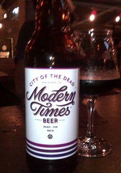 Cerveja Modern Times City of the Dead, estilo Foreign Extra Stout, produzida por Modern Times Beer, Estados Unidos. 7.5% ABV de álcool.