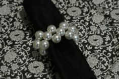 Porta guardanapos White Christmas, Napkin Rings, Pearl Necklace, Napkins, Wedding Day, Brooch, Pearls, Luxury, Creative