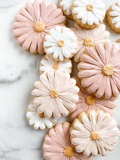 Linen & Gray Iced Cookies, Cute Cookies, Royal Icing Cookies, Cookies Et Biscuits, First Birthday Parties, First Birthdays, Birthday Ideas, Daisy Party, Ideias Diy