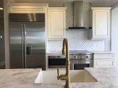 kitchen backsplash to ceiling - Google Search Kitchen Extractor, Extractor Fans, Range Vent, Hood Fan, Florida Design, Shelter Island, Above And Beyond, Kitchen Backsplash, Kitchen Remodel