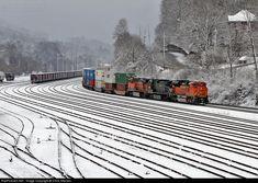 RailPictures.Net Photo: BNSF 9198 BNSF Railway EMD SD70ACe at Bluefield, West Virginia by Chris Starnes