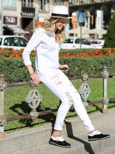 Tip Of The Day: What Shoes To Wear With Your White Jeans via @WhoWhatWear // white denim and brogues