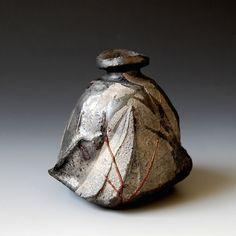 Vases – Home Decor : Akira Satake -Read More – Japanese Ceramics, Japanese Pottery, Modern Ceramics, Contemporary Ceramics, Glazes For Pottery, Ceramic Pottery, Pottery Art, Slab Pottery, Pottery Ideas