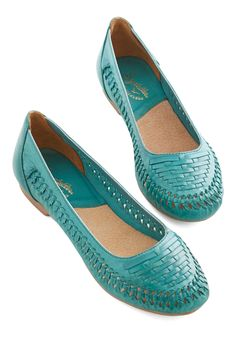 Distraction Flat. Youve got quite the array of eligible shoes vying for your attention today, but you cant take your eyes off these teal flats from Seychelles. #blue #modcloth