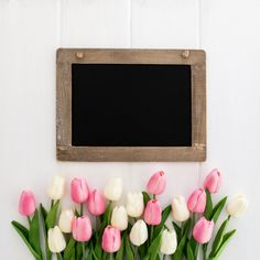 Pretty blackboard with bouquet of tulips Cute Flower Wallpapers, Flower Phone Wallpaper, Happy Birthday Frame, Birthday Frames, Boarders And Frames, Beaded Crafts, Frame Template, Floral Border, Floral Invitation