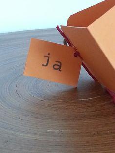 Aqui o outro lado a palavra sim escrita em holandês - Ja