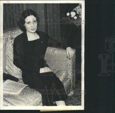 1934 Press Photo Mrs Reginald Vanderbilt NY Home Widow