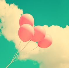 Pink Balloons in the Sky - Cute photo idea for a Summer inspired photo book | #photobook #photography #summer |