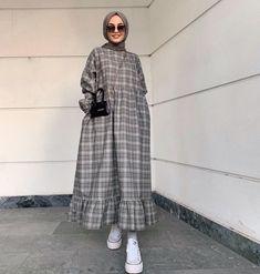Hijab Fashion Summer, Modest Fashion Hijab, Street Hijab Fashion, Hijab Casual, Modesty Fashion, Fashion Outfits, Dress Casual, Mode Abaya, Mode Hijab