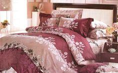 Спално бельо от сатениран памук в сиво и лилаво. Комплект за вашата спалня в ефектно съчетание на сиво и лилаво. Нежни клонки с цветя разделят цветовете. Нежната материя на сатенирания памук допринася за уюта и комфорта на вашия сън. Внесете стил в спалнята си. Подарете си красота