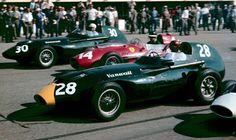 Tony Brooks et Stewart Lewis-Evans dans les Vanwalls avec la Ferrari de Mike Hawthorn, à Monza, le 7 septembre 1958