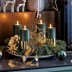 Shop the Look Christmas Advent Wreath, Christmas Candle Decorations, Christmas Entryway, Christmas Flower Arrangements, Christmas Wreaths To Make, Christmas Jars, Christmas Table Settings, Green Christmas, Christmas Design