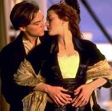 "Jack Dawson (Leonardo DiCaprio) y Rose DeWitt Bukater (Kate Winslet) en ""Titanic"" Jack Dawson, Best Romantic Movies, Romantic Movie Quotes, Romantic Scenes, Beau Film, Love Movie, Movie Tv, Movie Scene, Epic Movie"