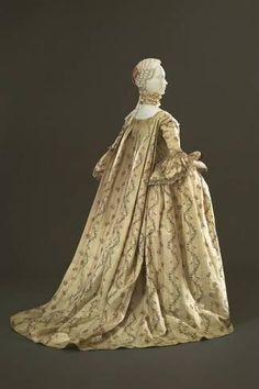 Robe à la française ca. From the Galleria del Costume di Palazzo Pitti 18th Century Dress, 18th Century Clothing, 18th Century Fashion, Vintage Gowns, Vintage Mode, Vintage Outfits, Vintage Fashion, Vintage Hats, Vintage Clothing