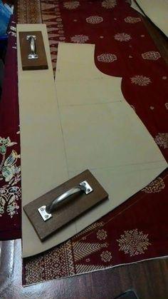 Kebaya? Frock Patterns, Dress Sewing Patterns, Clothing Patterns, Kebaya Hijab, Kebaya Dress, Kebaya Moden, Lehenga Pattern, Model Kebaya, Sewing Blouses