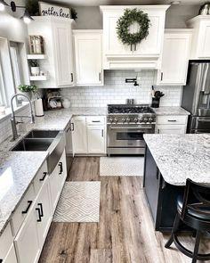 White Farmhouse Kitchens, Farmhouse Kitchen Decor, Kitchen Redo, Home Decor Kitchen, New Kitchen, Home Kitchens, Kitchen Remodel, Farmhouse Homes, Farm House Kitchen Ideas