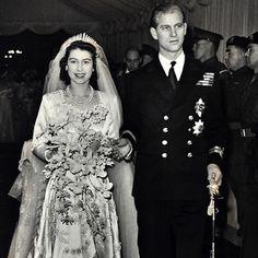 bouquet wedding trailing shoot - Google Search