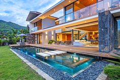 La Balise house set of site 450 square feet on the beautiful island of Mauritius, designed by renowned African firm Bloc Architects. Small Backyard Pools, Small Pools, Above Ground Pool Decks, In Ground Pools, Mauritius Island, Fiji Islands, Cook Islands, Box Houses, Beautiful Pools