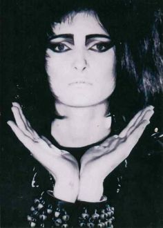Siouxsie's straight brow (notice how this style of brow compliments her wide set eyes)