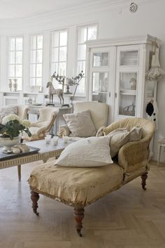 Inspiration in White: Vintage Chairs