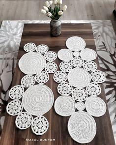 Shell simply Crochet pattern by HT Design H. Crochet Placemat Patterns, Crochet Baby Dress Pattern, Crochet Coat, Wire Crochet, Doily Patterns, Crochet Round, Crochet Motif, Crochet Designs, Crochet Table Runner