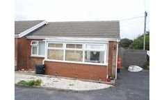 2 beds chalet - For Sale. Langcliffe Pk, Limeslade, Swansea, SA3 4JF. Semi det. holiday chalet sit. on a peaceful cul-de-sac, just a short walk away from Bracelet Bay. Sit. in  short drive away from Mumbles. Comp. sun room, lounge, Kitch. 2 bed. and a s/room. Gas c/h & uPVC d.g. Driveway parking. Enclosed r/garden with decked sun terr. No chain. 12 mths holiday occup. Ideal hol. let or 2nd home. Dawsons, Mumbles  77 Newton Rd, Mumbles, SA3 4BL.  Site: www.dawsonsproperty.co.uk 01792 367301