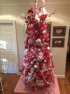 Cristhmas Tree Decorations Ideas : Red and white Christmas tree. Candy Cane Christmas Tree, Christmas Tree Themes, Holiday Tree, Winter Christmas, Christmas Wreaths, Decorated Christmas Trees, Christmas Ideas, Christmas Ornaments, Candy Trees