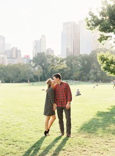 Adorable central park engagement session: http://www.stylemepretty.com/2014/11/06/fall-engagement-session-in-manhattan/ | Photography: Heather Hawkins - http://www.heatherhawkinsphoto.com/