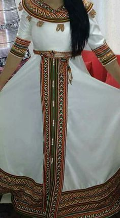 Robe kabyle Ethiopian Traditional Dress, Traditional Dresses, Moroccan Dress, Ethnic Dress, Plain Dress, The Dress, Stylish Kurtis Design, Ethiopian Dress, Islam