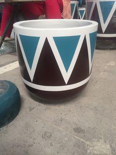 Painted Clay Pots, Painted Flower Pots, Flower Vases, Cement Pots, Concrete Planters, Diy Arts And Crafts, Handmade Crafts, Mandala Canvas, Cement Crafts