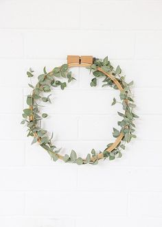 A Bubbly Life: DIY Simple Eucalyptus Wreath