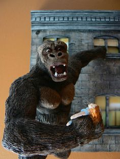 1933 King Kong Classic Monster Movies, Classic Monsters, King Kong 1933, King Kong Vs Godzilla, Jungle Love, Cool Monsters, Wonders Of The World, Horror, Lion Sculpture