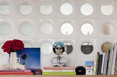 A casa da professora de artes Manuela Alcantara Machado é como um espelho da sua personalidade: leve, criativa e bem-humorada. Veja: https://www.casadevalentina.com.br/blog/OPEN%20HOUSE%20%7C%20MANU%20ALCANTARA     ---------------  The house of the arts teacher Manuela Alcantara Machado is like a mirror of your personality: light, creative and humorous. see: https://www.casadevalentina.com.br/blog/OPEN%20HOUSE%20%7C%20MANU%20ALCANTARA