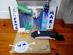 DIORAMA DEL FONS MARÍ  Va dirigit per a nens d'entre tres i cinc anys.  Hem fet aquest diorama amb l'objectiu de que els infants coneixin alguns dels animals que viuen al mar i donin peu a la imaginació.  És una maqueta visual per a motivar als alumnes a que s'interessin per la vida marina i així conèixer els éssers vius del mar, ampliant vocabulari.   Les competències que es treballen son la millora del desenvoluoament cognitiu dels nens i nenes, treballant el llenguatge i ampliant el…