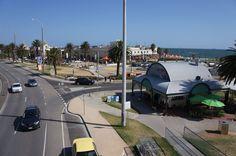 Um roteirinho para você conhecer o melhor de Melbourne: a praia de St Kilda, pertinho de Brighton.