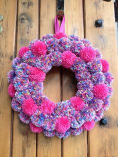 Items similar to Speckled Pink Pom Pom Door Wreath on Etsy Speckled Pink Pom Door Wreath by FrancenaDesign on Etsy Pom Pom Crafts, Yarn Crafts, Diy Crafts, Pom Pom Rug, Pom Pom Wreath, Christmas Wreaths, Christmas Crafts, Crochet Wreath, Pink Wreath