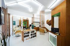 Construido en 2013 en Vigo, EspañaEl encargo de una pequeña peluquería centrada en la atención muy personalizada y en el empleo de tintes y productos orgánicos; con un local de...  http://www.plataformaarquitectura.cl/cl/797651/peluqueria-organic-liqe-arquitectura?utm_medium=email&utm_source=Plataforma%20Arquitectura