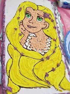 Pastel de tres leches de Rapunzel con betún de crema.  Sarah's