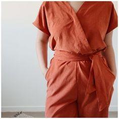 chez Makerist Blouse, Wrap Dress, Stitches, Dresses, Trends, Fashion, Tall Clothing, Pique, Patron Robe
