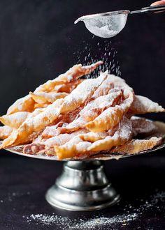 Faworki Polish Recipes, Polish Food, Macaroni And Cheese, Sweet Tooth, Bacon, Sweet Treats, Bakery, Deserts, Dessert Recipes